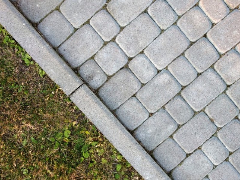 close-up-slab-stone-paved-path-way_127089-1904